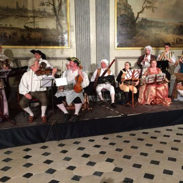 Musicians in costume playing for a Baroque ball at the end of the 2019 Musette conference in Rouen
