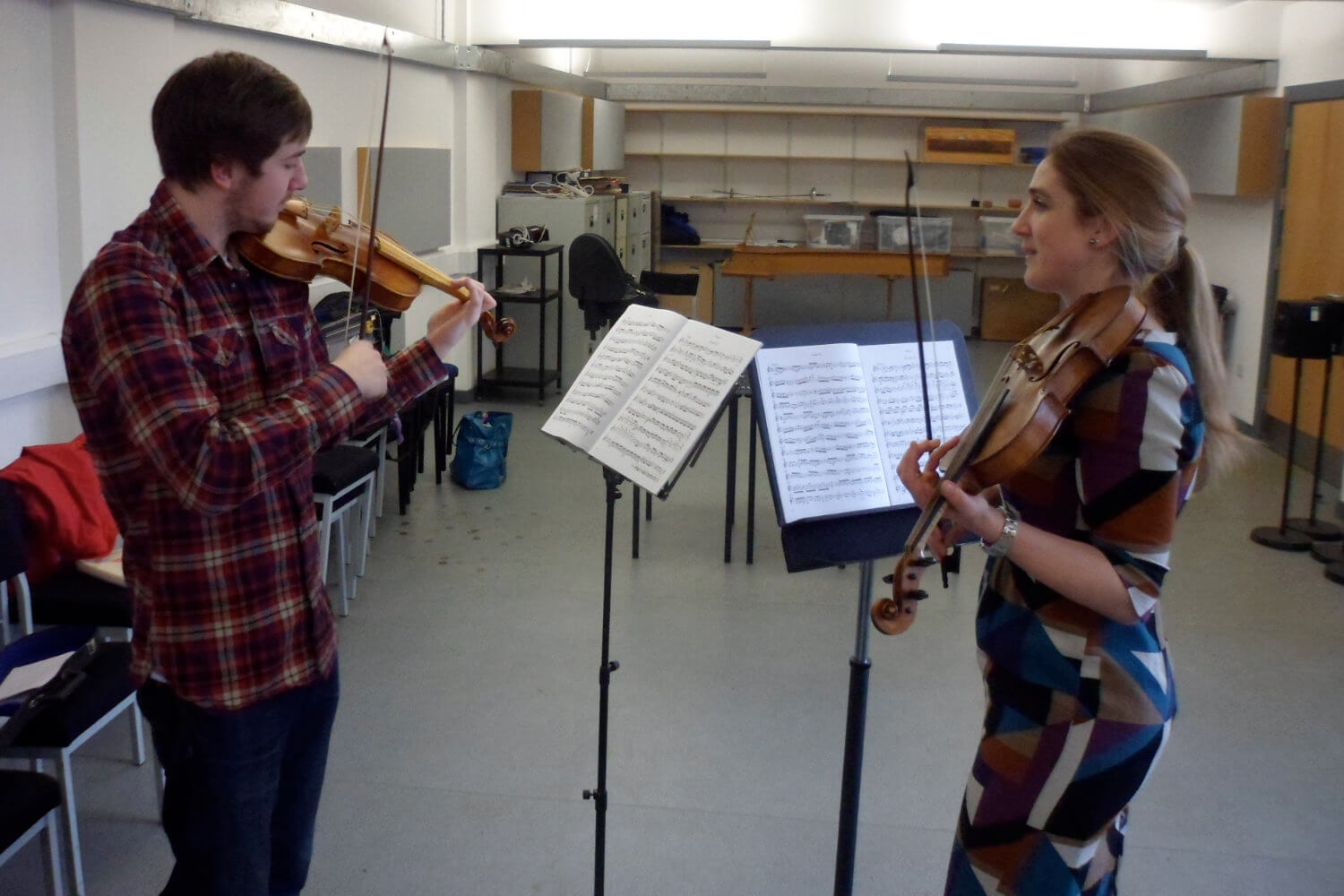 Amanda Babington teaching Baroque violin to University student